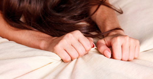 Dificuldade em atingir o orgasmo? Entenda os motivos