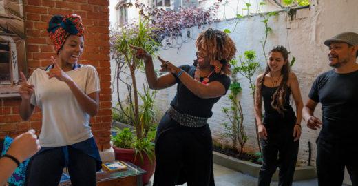 Refugiados oferecem experiências culturais em SP pelo Airbnb