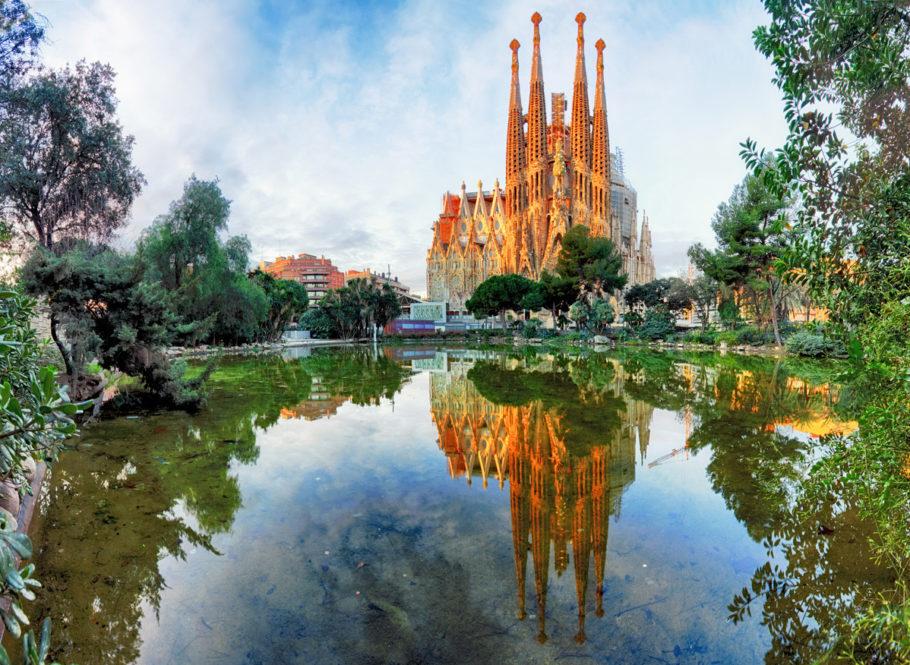 Vista da Sagrada Família, um dos cartões-postais de Barcelona