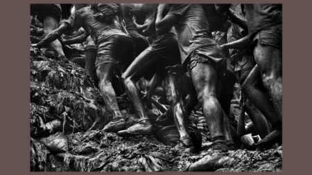 Foto da mina de ouro serra pelada tirada por sebastião salgado