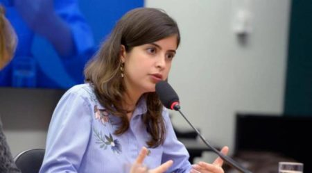 Tabata Amaral é uma das personalidades que encabeçam o movimento por mais mulheres na política