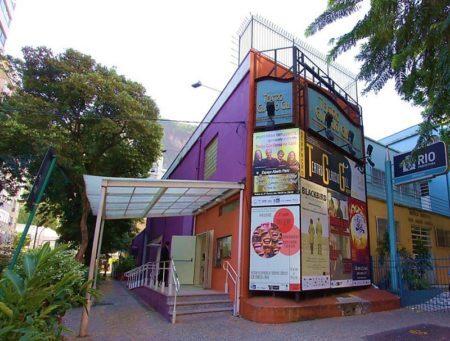 Copacabana abriga teatros e espaços culturais, como o Glaucio Gill