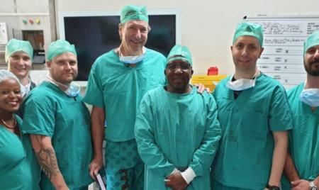 equipe de médicos no centro cirúrgico