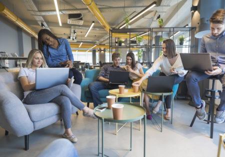Startups oferecem vagas em ambientes de trabalho dinâmicos e inovadores