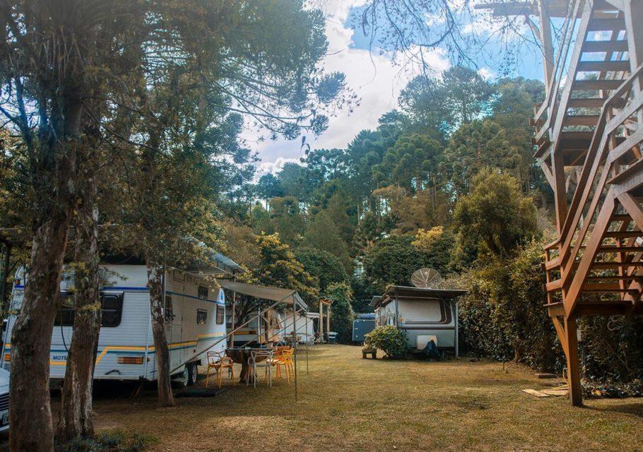 Se sua ideia de férias perfeitas inclui ficar próximo a natureza sem abrir mão do conforto, esse trailer é para você