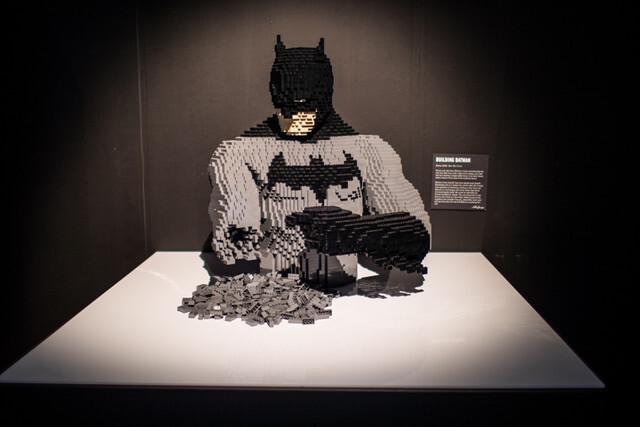 Batman foi criado pelo escritor Bill Finger e pelo artista Bob Kane, e apareceu pela primeira vez na revista Detective Comics #27