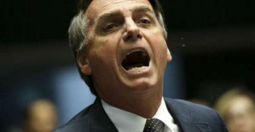 Bolsonaro rebate críticas a frase sobre cocô e sugere outro presidente