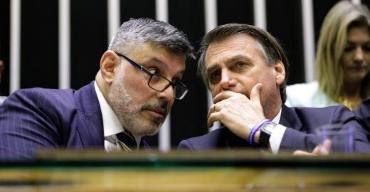 """Questionado sobre expulsão de Frota, Bolsonaro diz: """"Sei nem quem é"""""""