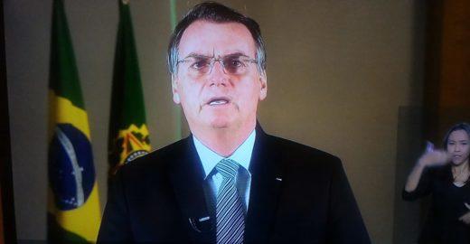 Bolsonaro critica o uso político da queimada na Amazônia