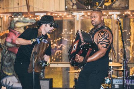 Dwayne Dopsie, o furacão do acordeão retorna com sua banda The Zydeco Hellraisers para a 16ª edição do Bourbon Street Fest tocando acordeão em show