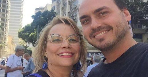 Carlos Bolsonaro lança a mãe para eleição à Câmara do Rio