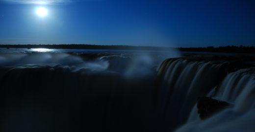 Lado argentino das Cataratas do Iguaçu tem passeio sob à lua cheia
