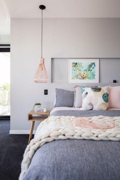 casa com a parede rosa clarinho