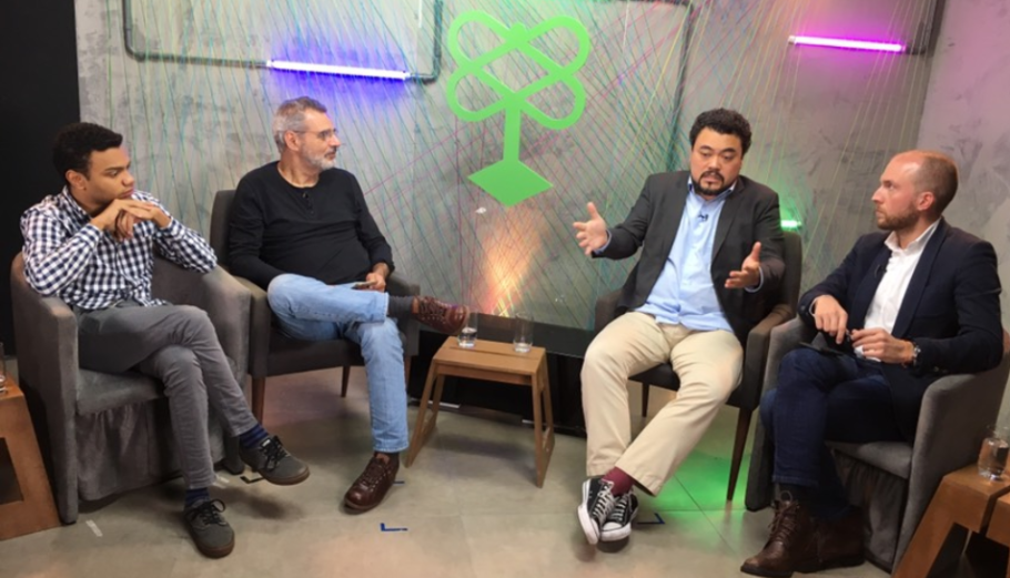 Fernando Holiday, Gilberto Dimenstein, Leonardo Sakamoto e Vinicius Poit durante debate da Catraca Livre