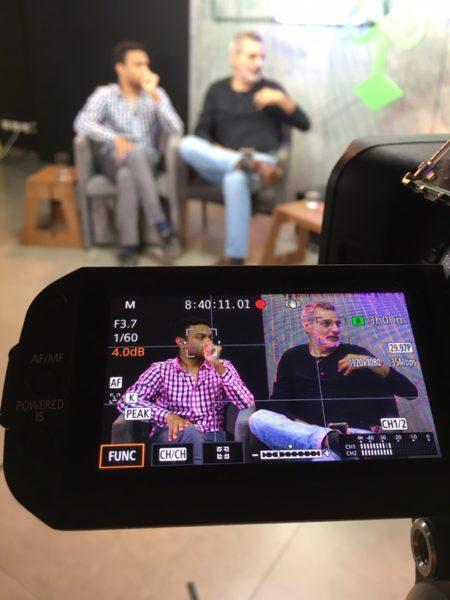 Fernando Holiday e Gilberto Dimenstein durante debate na Catraca Livre