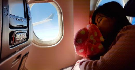 6 melhores formas de dormir em um avião