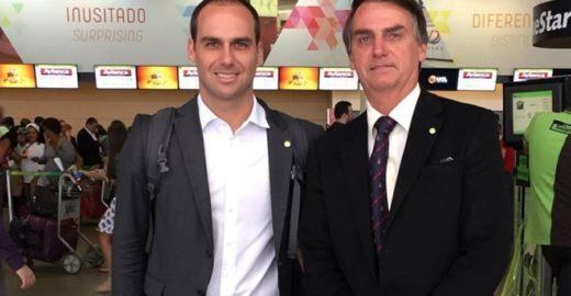 Eduardo Bolsonaro nega o pai e diz que indicação à embaixada se mantém