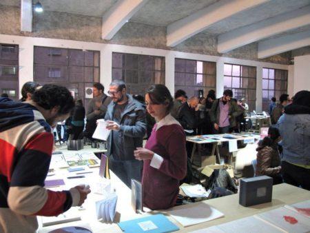 casa do povo cheia de gente na quinta edição da feira tijuana