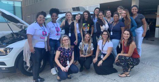 Jovem abre curso de mecânica feminino para empoderar mulheres