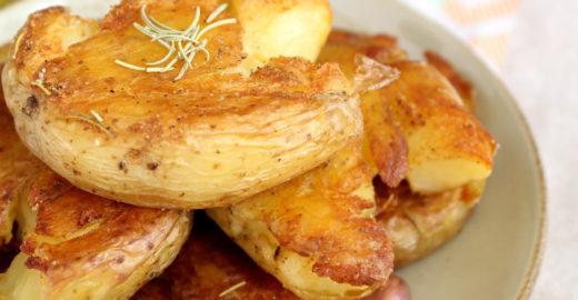 Batatas ao murro com casquinha crocante e extremamente saborosas