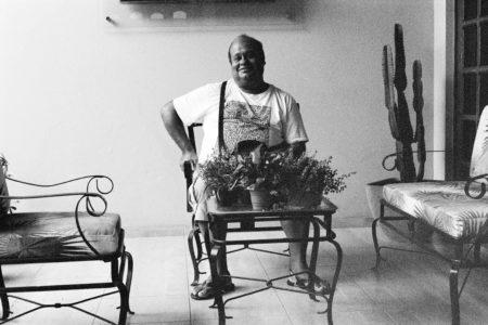 Marepe em sua casa na Bahia