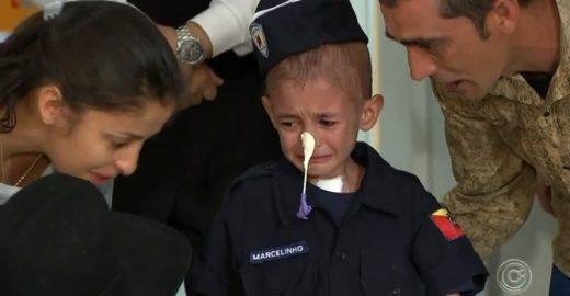 Desenganado várias vezes, menino com leucemia chora ao ter alta