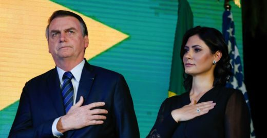 Bolsonaro diz que Michelle está arrasada por casos de família