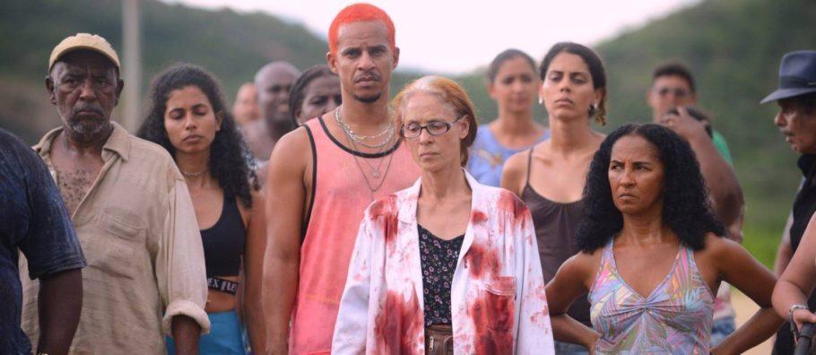 """Cena do filme """"Bacurau"""", Kleber Mendonça Filho e Juliano Dornelles"""