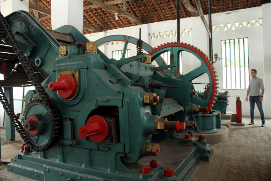 Embora ainda não tenha estrutura para turistas, o Engenho Vaca Brava, produtor da Matuta, recebe visitantes para conhecer suas instalações, onde fica esse engenho a vapor de 1865, em funcionamento até 2014
