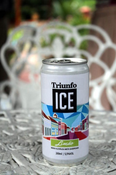Para celebrar os 25 anos da marca, o engenho Triunfo lançou, recentemente, a Triunfo Ice, uma bebida gaseificada em lata e com sabor limão