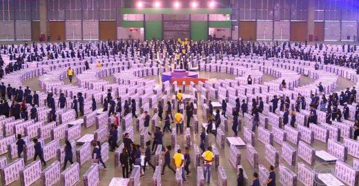 Brasil bate recorde de maior dominó humano do mundo (eita!)