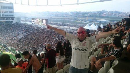 Corinthiano preso estádio Bolsonaro