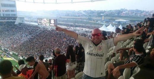 Corinthiano é preso em estádio por se manifestar contra Bolsonaro