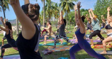 Yoga com Reiki acontece de 15 em 15 dias na Praia do Flamengo
