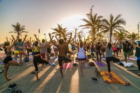 Mude promove aulas de yoga no Arpoador e outras regiões do Rio