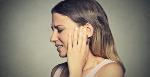 Zumbido em apenas um ouvido pode ser sinal de tumor