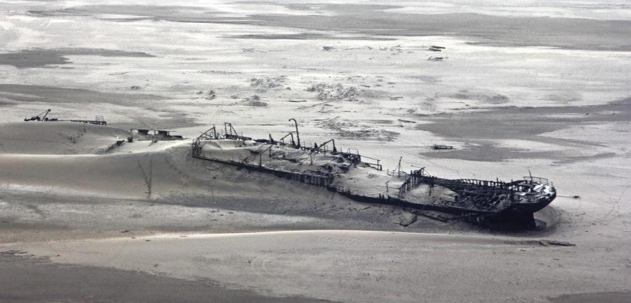 Destroços do navio Eduard Bohlen, que naufragou na Costa do Esqueleto, na Namíbia