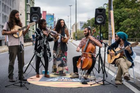 Sao Paulo, SP, Brasil, 13/05/2018: Evento Cultural Arte Na Rua 2018 - Abertura do festival no Minhocão com a banda teko Porã. Foto Vitor Serrano