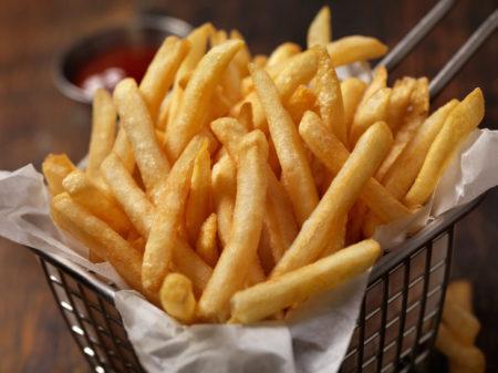 Não dá pra comer só batata frita: os prejuízos para a saúde são enormes