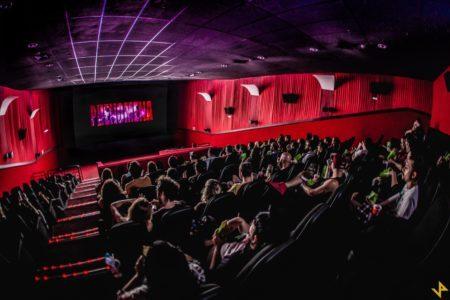 sala de cinema cheia para sessão do cine phenomena