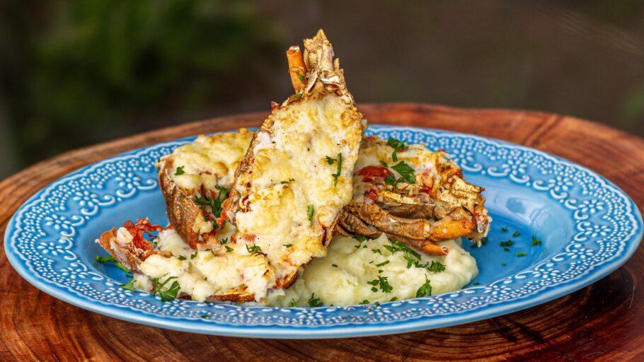 Lagosta Sapateira ao Molho Thermidor é o prato especial de toda sexta-feira no Festival do Pescado e Frutos do Mar no ceagesp