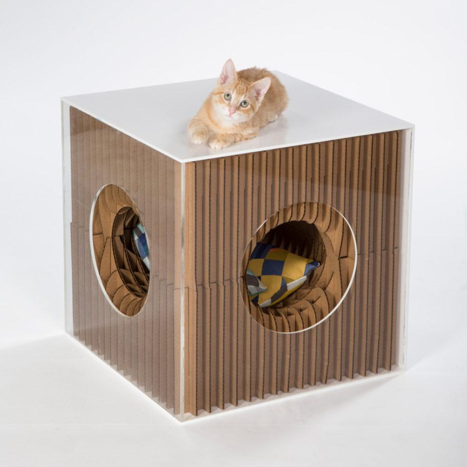 projeto para gatinho que parece a uma caixa de papelão com ondulações
