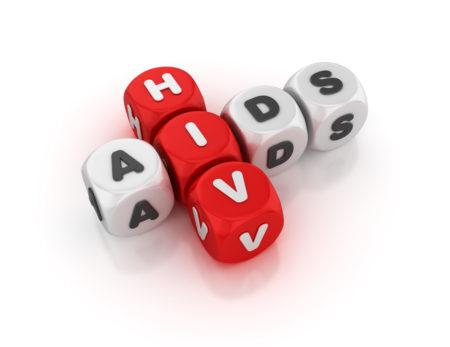 cubos brancos e vermelhos com letras formando as palavras hiv e aids