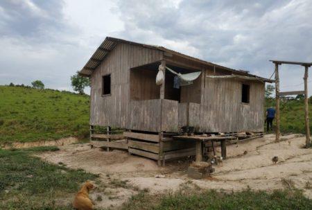 casa onde criança era presa por estuprador