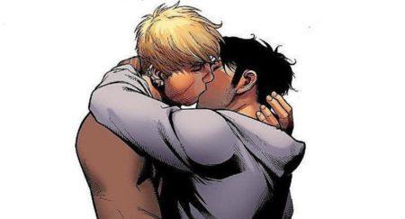 Personagens masculinos se beijam em gibi
