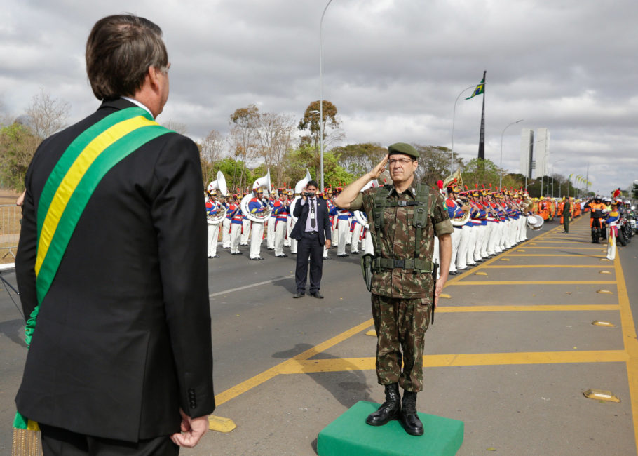 Bolsonaro durante desfile militar