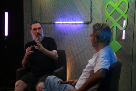 O músico Lobão e o jornalista Gilberto Dimenstein, da Catraca Livre, durante entrevista