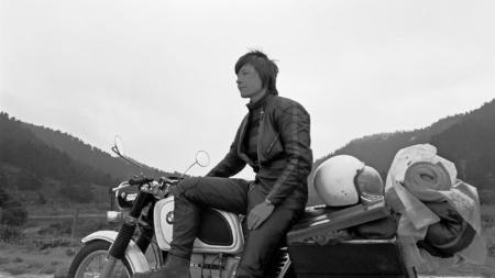 barbara hammer em cima de uma moto