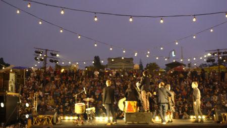 orquestra se apresenta no museu do ipiranga em festa