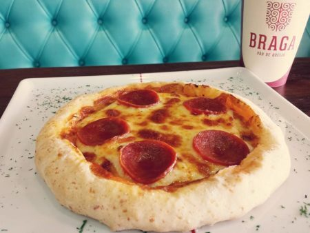 pizza de pão de queijo da Braga Pão de Queijo em BH
